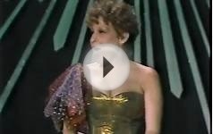 Bette Midler / Oscars 1982 / Presents Best Song / Complete